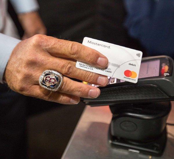 MasterCard проведет редизайн логотипа