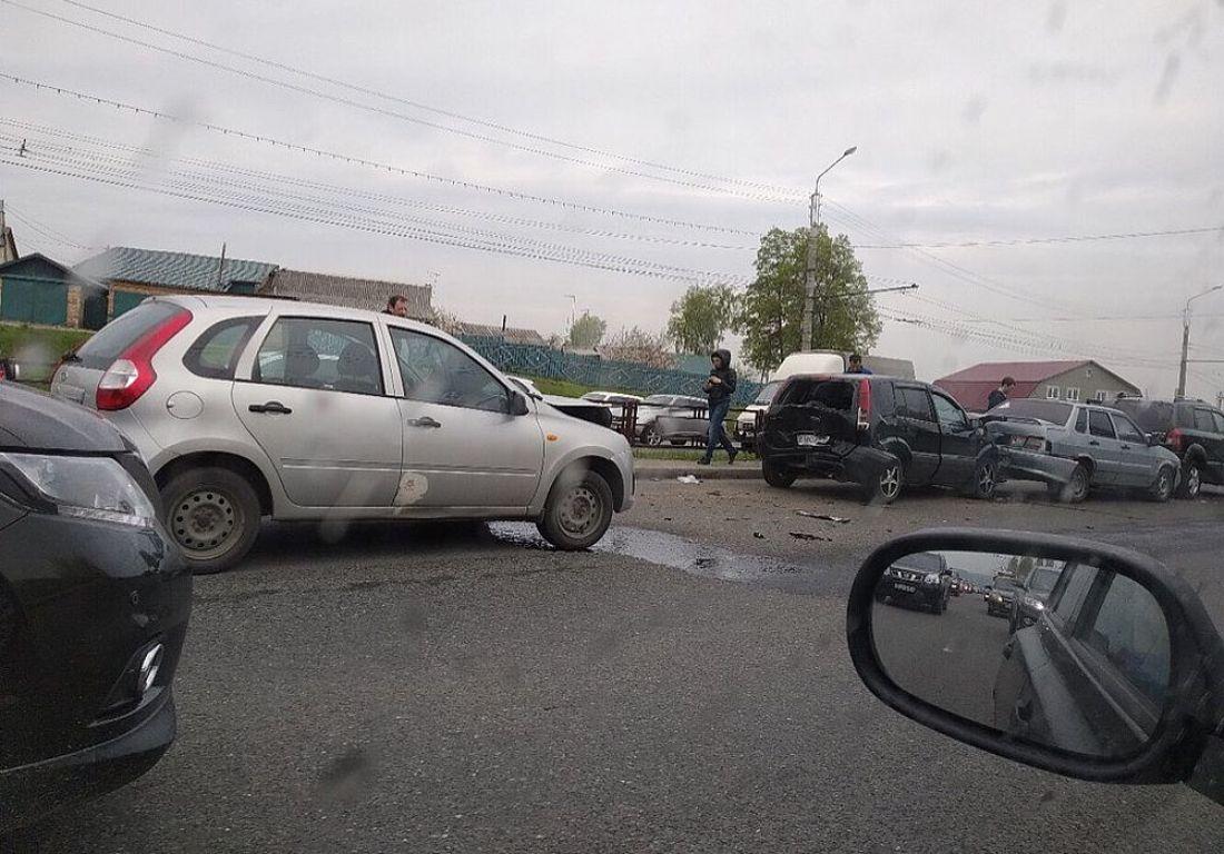 Перед Арбековским путепроводом в Пензе произошла массовая авария. Фото