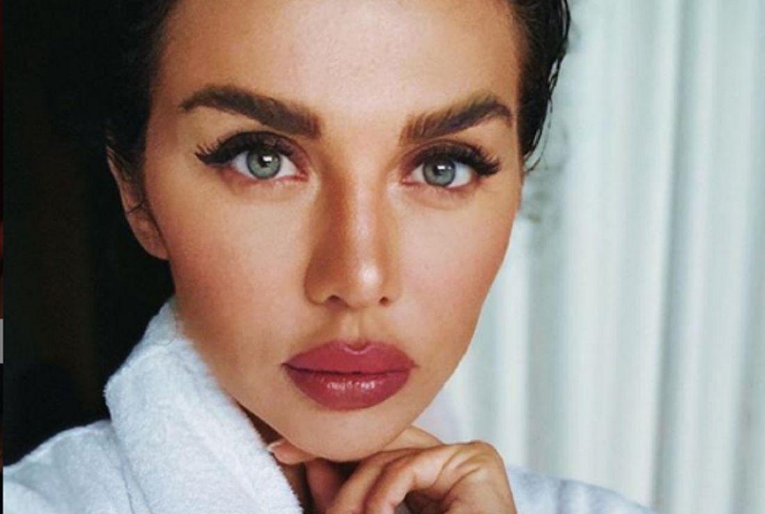 Анна Седокова покорила поклонников «чувственным образом и вкусными губами»